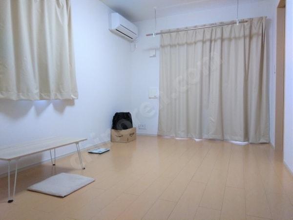 ミニマリスト部屋とカーテン