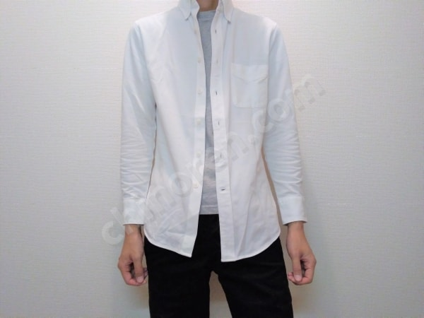 ミニマリスト白シャツ